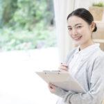 女性介護士のリアル 女性介護士の人数や平均年収・給料を解説